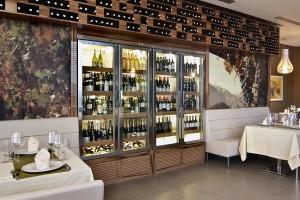 охлаждаема витрина за вино